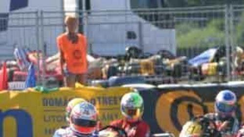 Erik Janiš (vpravo) včele druhého finálového závodu na autodromu vSosnové.