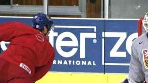 Tomáš Vokoun při tréninku české hokejové reprezentace ve Vídni.