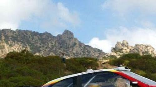 Carlos Sainz na trati loňského ročníku Francouzské rallye na Korsice.
