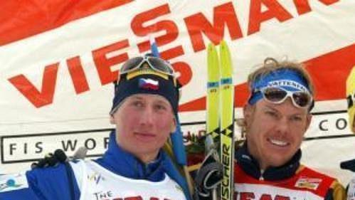 Lukáš Bauer (vlevo) neodolal finiši Mathiase Fredrikssona (uprostřed) a skončil stříbrný.