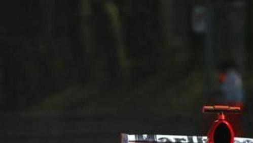 Michael Schumacher při tréninku na okruhu vitalské Monze.