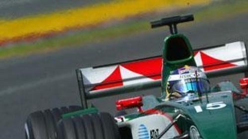 Christian Klien na archivním snímku za volantem vozu Jaguar.