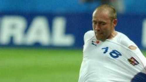 Jiří Štajner (v bílém reprezentačním dresu) ovíkendu vbundeslize řádil. Společně sjiným Čechem - Janem Šimákem.