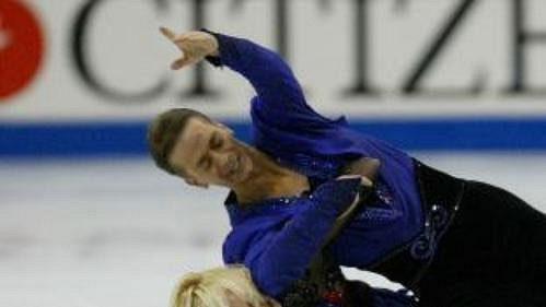 Kanadští krasobruslaři Shae-Lynn Bourneová a Victor Kraatz při volných tancích na MS ve Washingtonu.