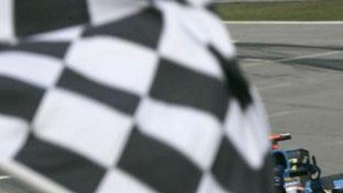 Fernando Alonso srenaultem vcíli loňské Velké ceny Malajsie.
