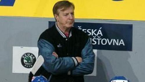 Vladimír Bednář na střídačce národního týmu.