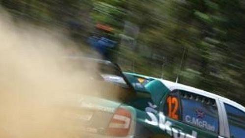 Colin McRae svozem Škoda Fabia WRC na trati první etapy Australské rallye.