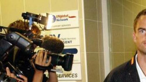 Kapitán nizozemské reprezentace po příletu na letiště vRuzyni