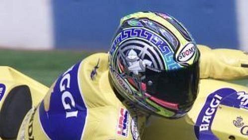 Italský jezdec Max Biaggi na hodně v sobotní kvalifikaci.