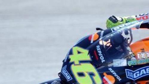Ital Valentino Rossi na okruhu vportugalském Estorilu.