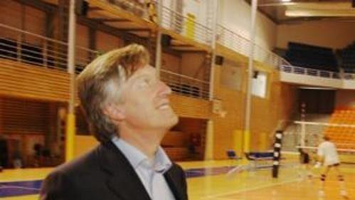 Viceprezident Evropské volejbalové asociace Renato Arena při inspekci haly v brněnském Vodově, kde proběhne volejbalové ME kadetek.