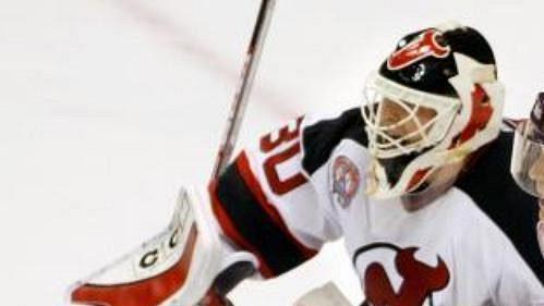 Kapitán Anaheimu Paul Kariya a brankář New Jersey Devils Martin Brodeur.