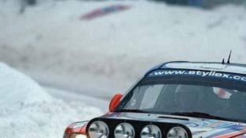 Slovák Jozef Béreš svozem Hyundai Accent WRC při první etapě Švédské rallye.