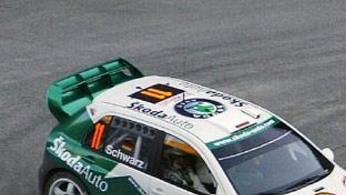 Němec Armin Schwarz svozem Škoda Fabia WRC na trati druhé rychlostní zkoušky Ralye Monte Carlo 2005.