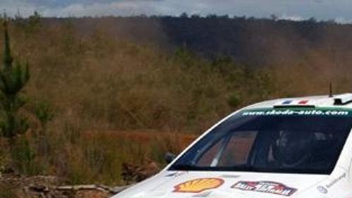 Francouz Didier Auriol na s Fabií WRC při průjezdu pátou rychlostní zkouškou Australské rallye.