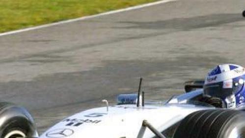 Skot David Coulthard ze stáje McLaren-Mercedes testuje na okruhu ve španělském Jerezu vlastnosti nového monopostu
