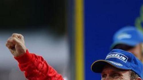 Gilles Panizzi slaví triumf v Katalánské rallye.