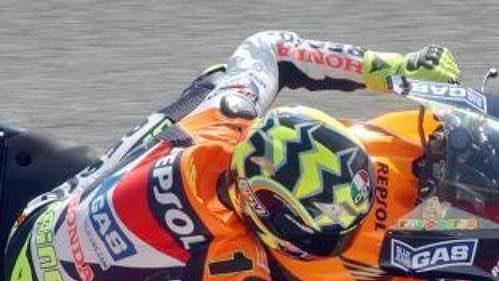 Obhájce titulu ital Valentino Rossi zajel vkvalifikaci na sobotní závod až třetí nejlepší čas kobatury MotoGP.