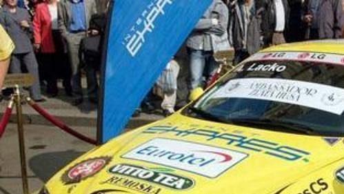 Adam Lacko svozem Alfa Romeo, snímž jel MS cestovních vozů.