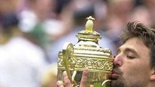 Chorvatský tenista Goran Ivaniševič při vítězství ve Wimbledonu