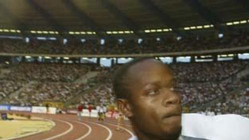 Asafa Powell po jednom ze svých sprinterských vítězství.