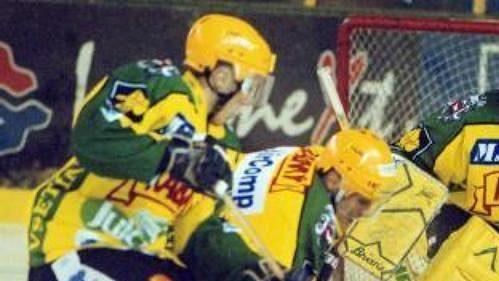 Vsetínské hokejisty vytáhl Jan Neliba do čtvrtfinále play off, kde podlehli ve čtyřech utkáních Slavii.