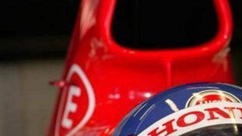 Kanaďan Jacques Villeneuve v kokpitu vozu stáje BAR.