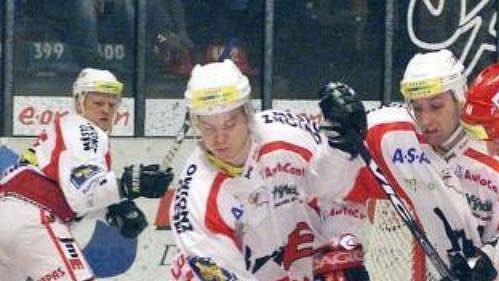 Jan Snopek ze Znojma (druhý zleva) je jedním znováčků hokejové reprezentace