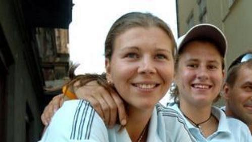 Čeští stolní tenisté (zleva) Vachovcová, Štrbíková, Výborný iKorbel na ME pokračují.