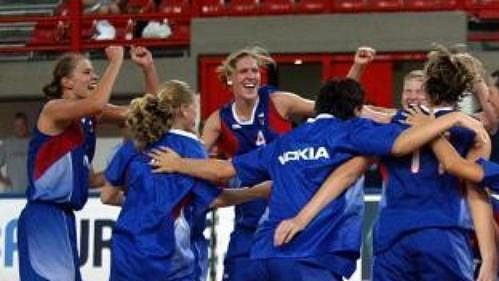 České basketbalistky porazily vsemifinále ME Polsko 74:66 a radují se zpostupu do finále ina olympiádu.