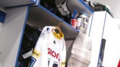 Liberečtí hokejisté uctili památku svého zesnulého spoluhráče Pavla Kábrta. Na snímku kapitán Michal Straka.