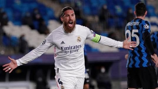 Sergio Ramos z Realu se raduje z gólu proti Interu Milán.