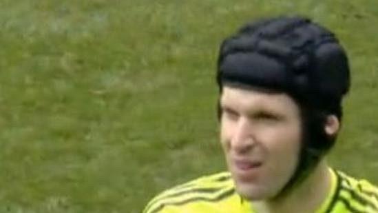 Petr Čech při návratu po zranění pomohl Chelsea k výhře.