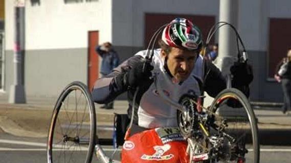Alex Zanardi usiluje o svůj paralympijský cíl.
