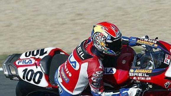 Neil Hodgson na trati okruhu v Magny Cours.