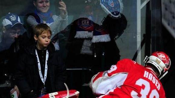 Pro Dominika Haška skončila sezóna v KHL