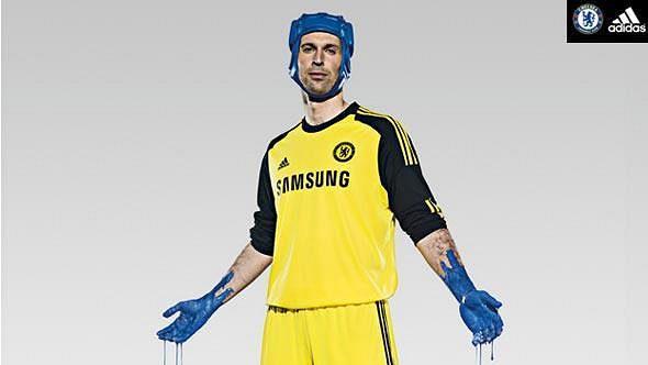 Petr Čech v novém dresu Chelsea.