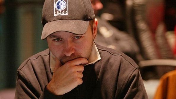 Profil nejsympatičtějšího profesionálního pokerového hráče, který vyměnil vysokou školu za vysokou hru. Určitě to stálo za to.
