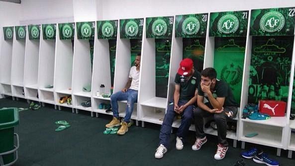 Hráčí Chapecoense, kteří v osudný den nebyli nominováni k zápasu a s týmem neodletěli.