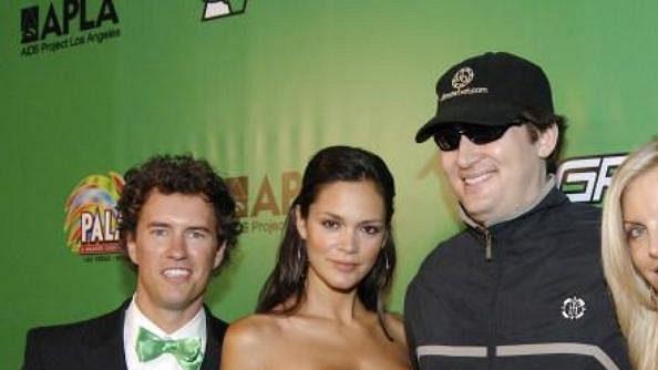 Pokud patříte mezi skromné pokerové hráče, Phill se vaším oblíbencem rozhodně nestane!