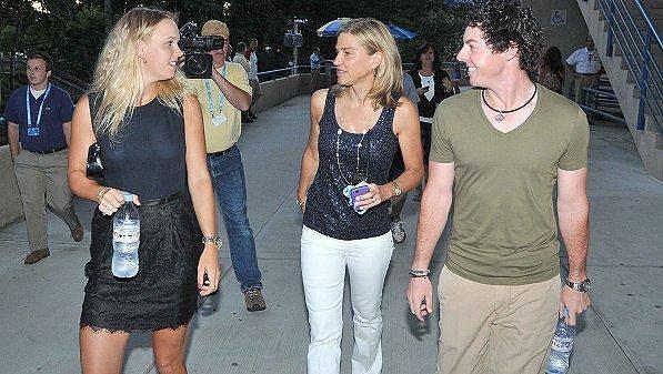 Caroline Wozniacká (zcela vlevo) a Rory McIlroy v New Yorku.