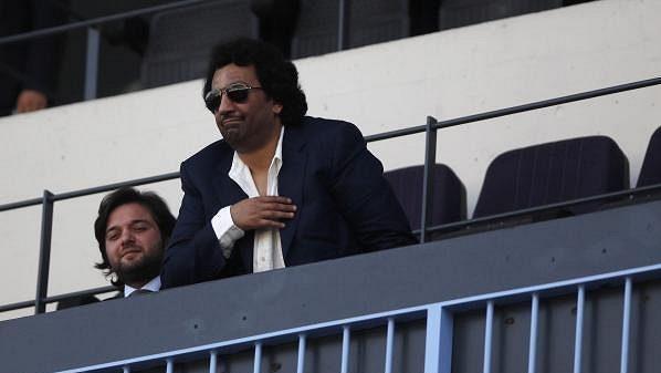 Šejk Abdullah Bin Nasser Al-Thani na tribuně v Málaze.