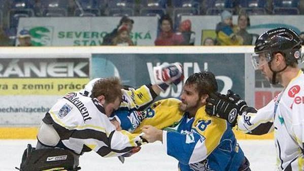Z bitky v zápase Ústí - Kadaň v 10. kole první hokejové ligy.