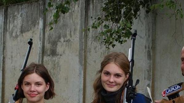 Mistryně světa Kateřina Kůrková se sestrou Alenou (vlevo) a otcem-trenérem Petrem Kůrkou.