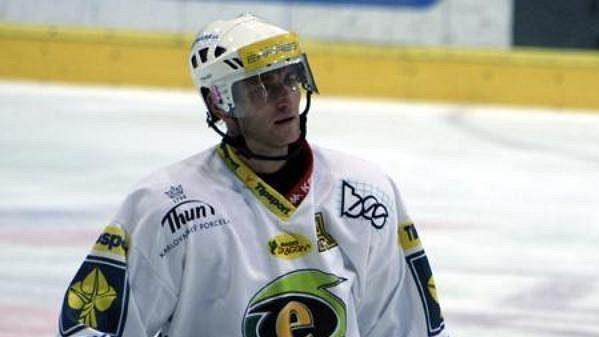 Jan Alinč hrál naposledy extraligu za Karlovy Vary, dnes se vrací do Slavie.