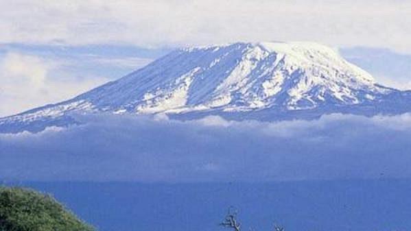 Nejvyšší hora afrického kontinentu Kilimandžáro (5.895 m).