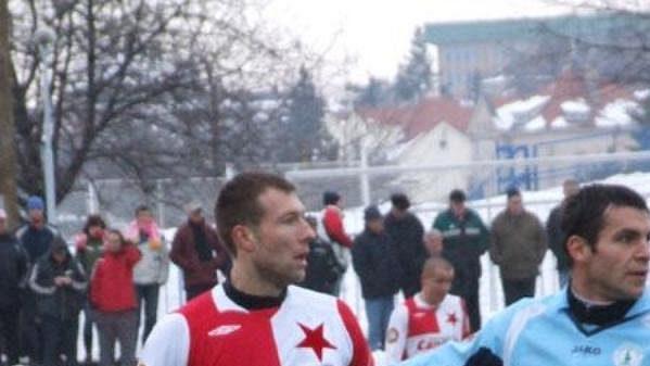 Michal Pospíšil (vpravo) ve střížkovském dresu v přátelském utkání se Slavií.