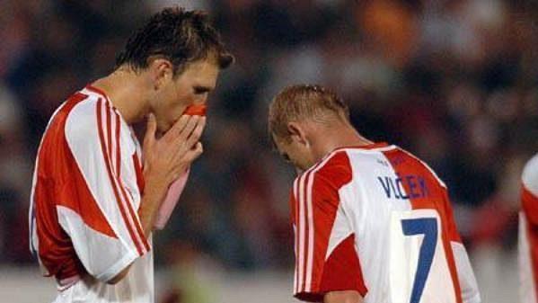 Fotbalisté Slavie smutní po vypadnutí s Anderlechtem.