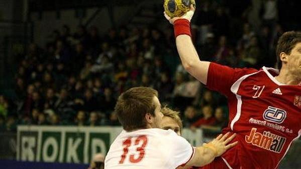 Český házenkář Daniel Kubeš v utkání proti Dánsku. Ilustrační foto