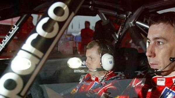 Estonec Markko Märtina a jeho britský navigátor Michael Park (vlevo) na trati Britské rallye 2005.
